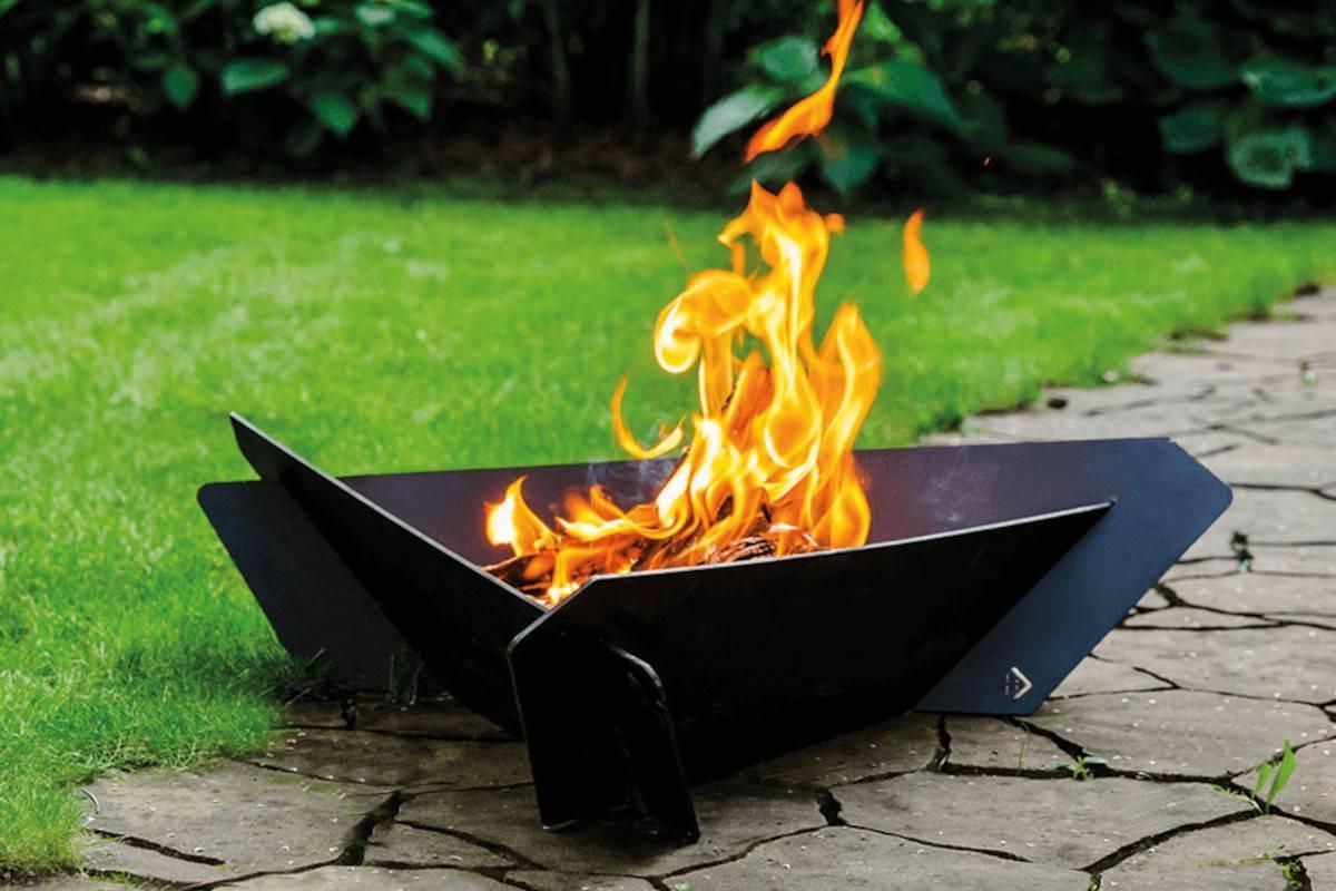 braciere barbecue in acciaio nero da giardino triangle
